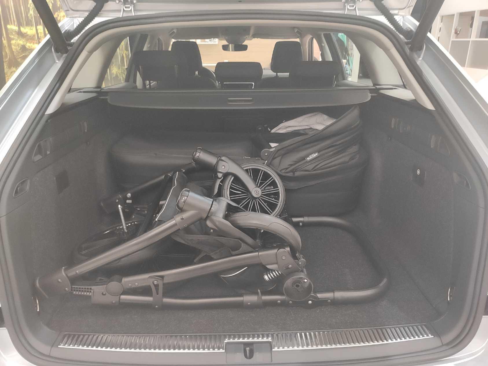 Skoda Superb combi - Er der plads til en barnevogn?